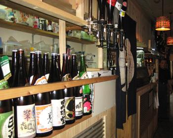 九州・沖縄の様々焼酎・泡盛を50種以上取り揃えております。
