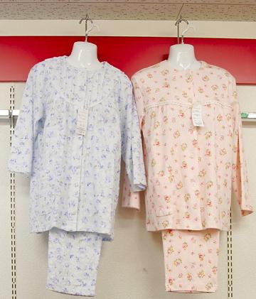 ホームウェアから介護用まで、巾広く取揃えています。紳士用もあります。